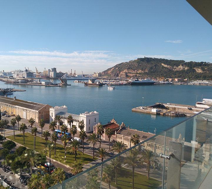 Vista puerto de Barcelona desde las oficinas