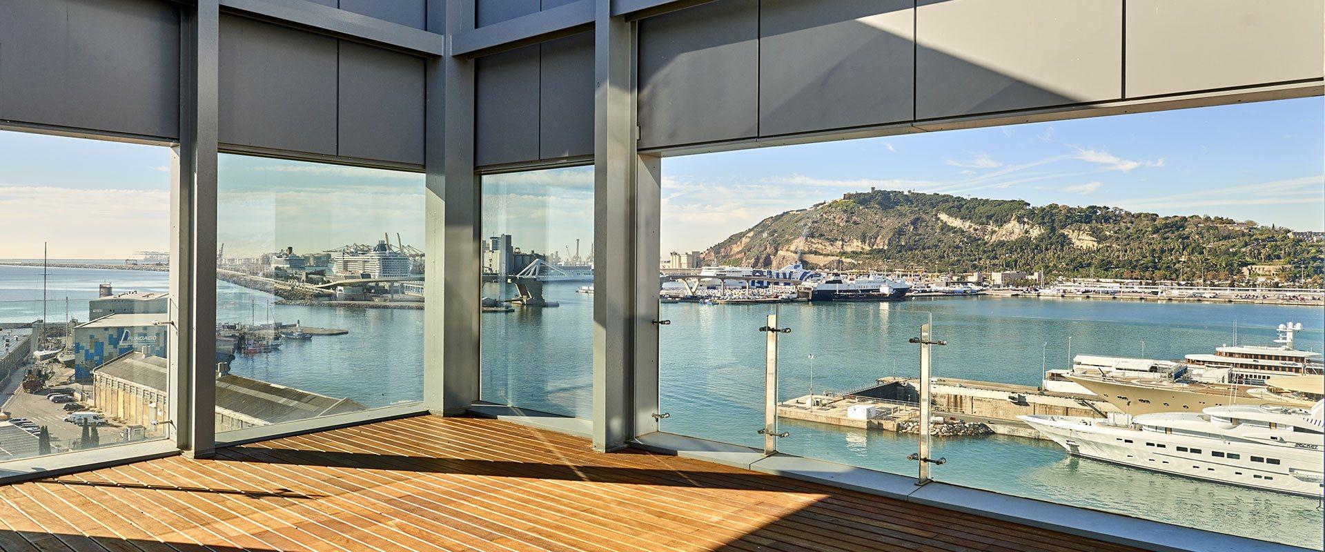 Vistas al puerto de barcelona desde las oficinas